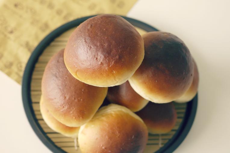 Homemade Soft Bread Rolls // MONO+CO