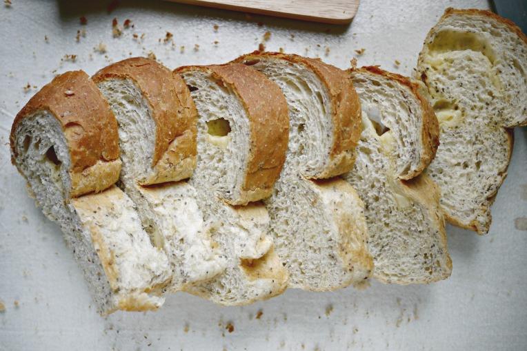 greyure cheese bread 001