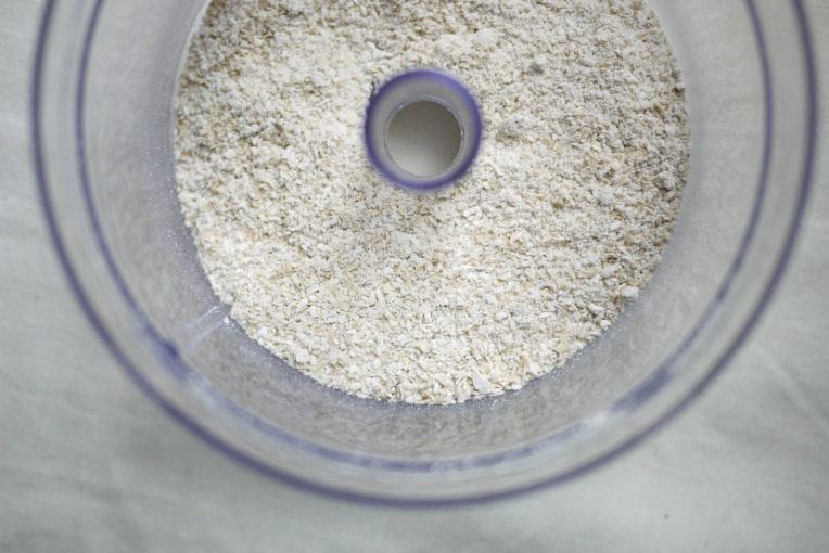DIY Oat Flour // Mono+Co
