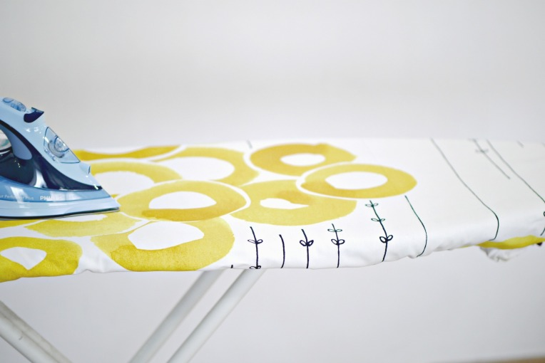 Green Monday : DIY Cotton Ironing Board Cover (No-Sew) // Mono + Co