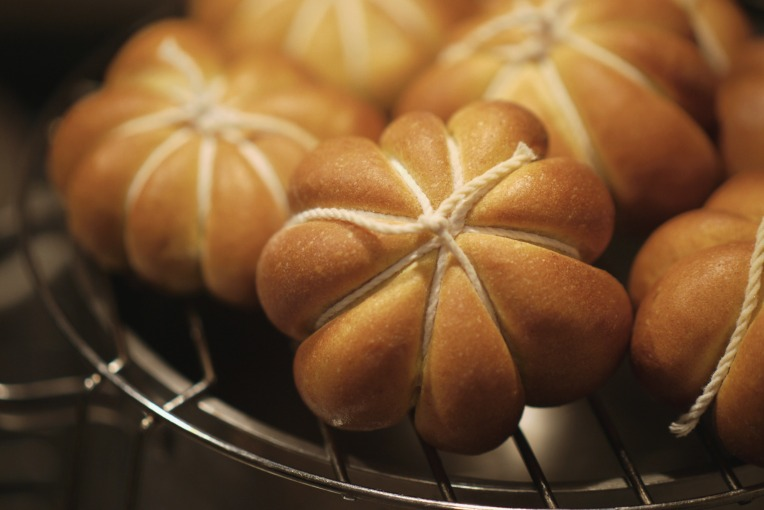 Pumpkin Shaped Buns // Mono + Co