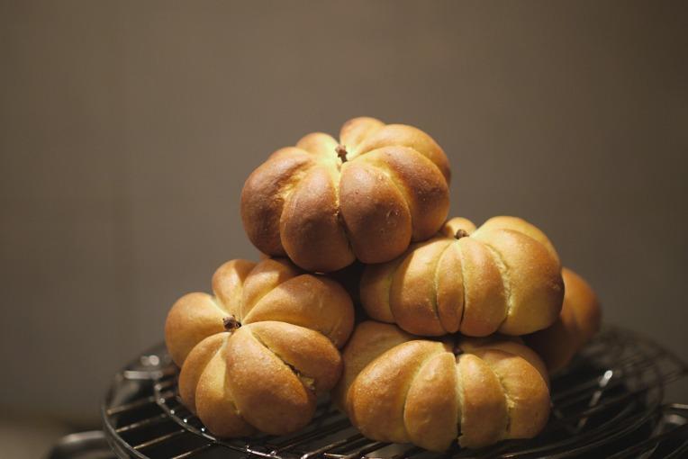 Pumpkin Shaped Buns // Mono + Co