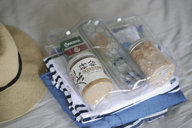 On Packing (Almost Zero Waste) Toiletries For A Short Trip // Mono + Co